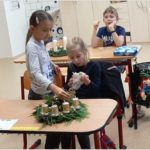 Výroba adventních věnců - 2. třída
